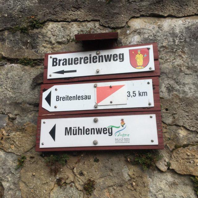 Brauereienweg in der Fränkischen Schweiz mit Neu-Bayreuthern in Richtung Breitenlesau