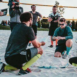 Sandsuchspiel bei Schlag den Bürgermeister auf dem Beachvolleyball-Feld im Bürgerpark Wilhelminenaue in Bayreuth