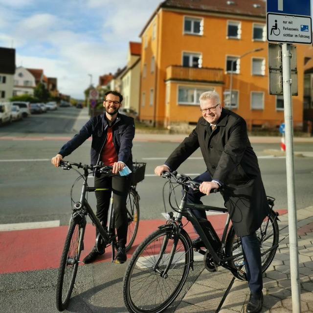 Zwei Männer auf dem Fahrrad