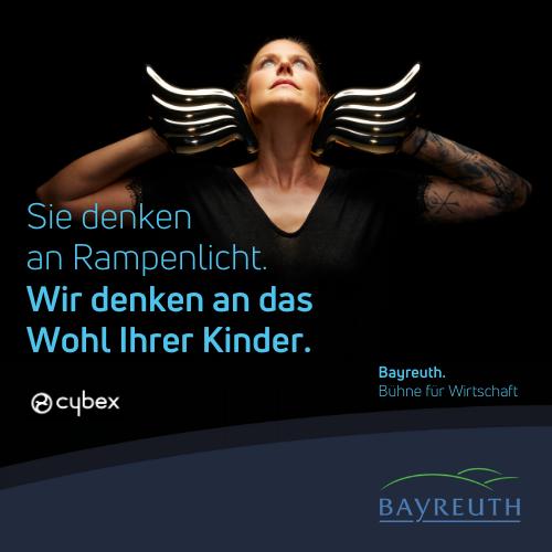 Sie denken an Rampenlicht. Wir denken an das Wohl Ihrer Kinder. Kampagnenmotiv Cybex für Bayreuth. Bühne für Wirtschaft.