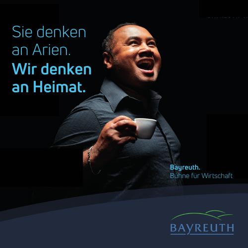 Sie denken an Arien. Wir denken an Heimat. Kampagnenmotiv Pierre für Bayreuth. Bühne für Wirtschaft.
