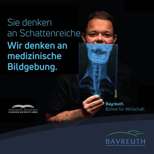 Sie denken an Schattenreiche. Wir denken an medizinische Bildgebung. Klinikum Kampagnenmotiv Bayreuth. Bühne für Wirtschaft.