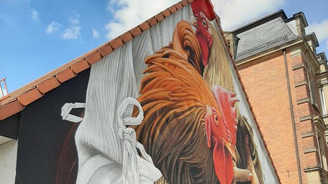 """Street-Art an Hauswand """"Hühner"""""""