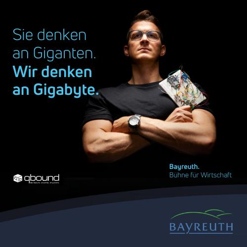Sie denken an Giganten Wir denken an Gigabyte. Qbound Kampagnenmotiv Bayreuth. Bühne für Wirtschaft.