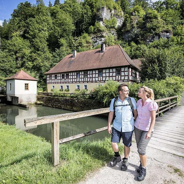 Ehepaar beim Wandern in der Fränkischen Schweiz