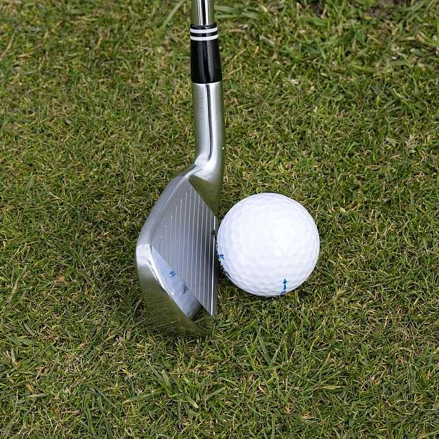 Golfschläger mit Ball